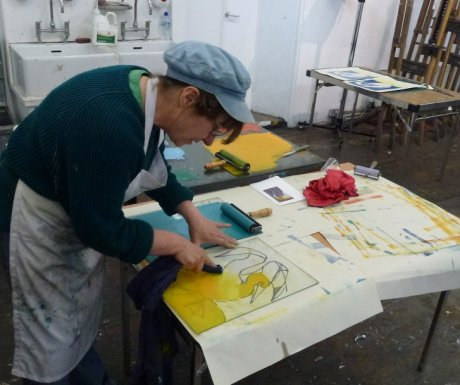 Helen Tworkowski working, monotype summer school 2013